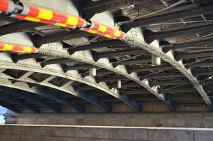 Under en bro i Stockholm